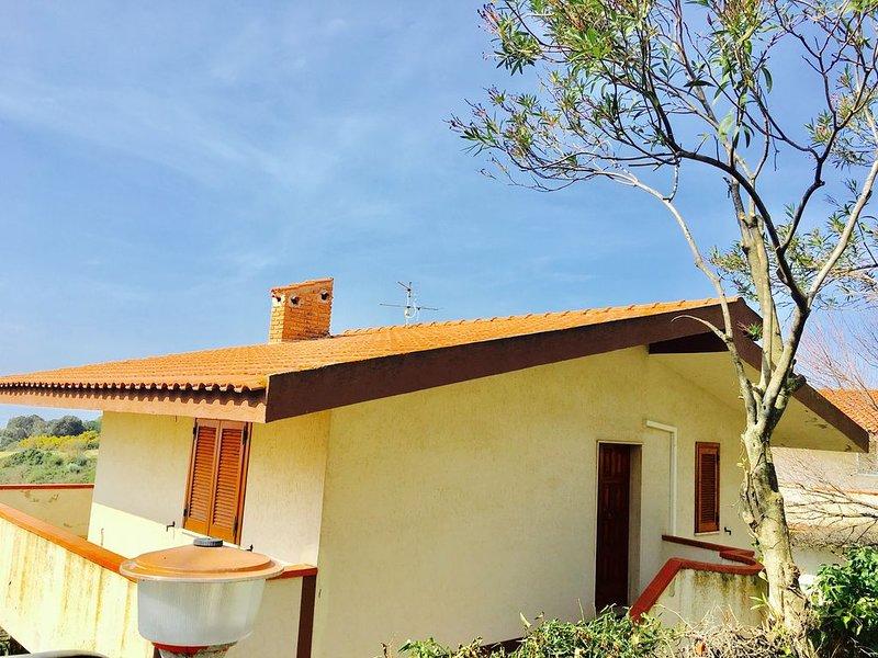 Villetta indipendente a 300 metri dal mare, alquiler vacacional en Rizziconi