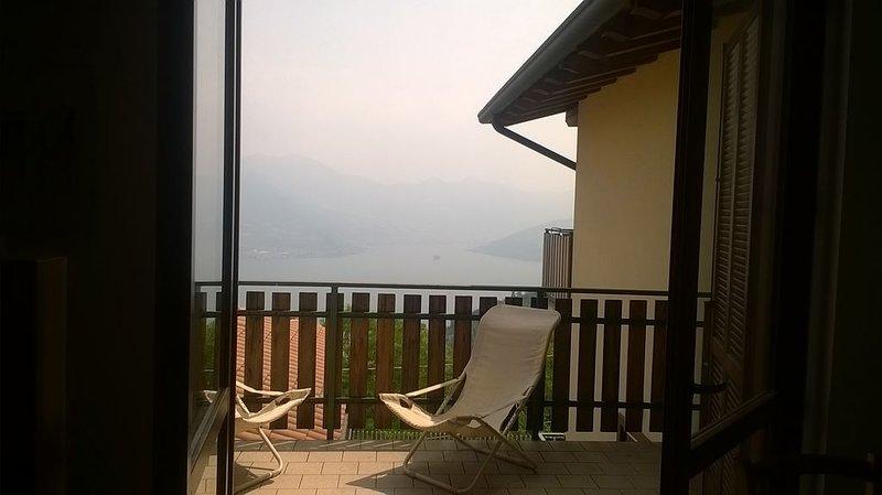 Appartamento in condominio vista PANORAMICA Lago d'Iseo, location de vacances à Solto Collina