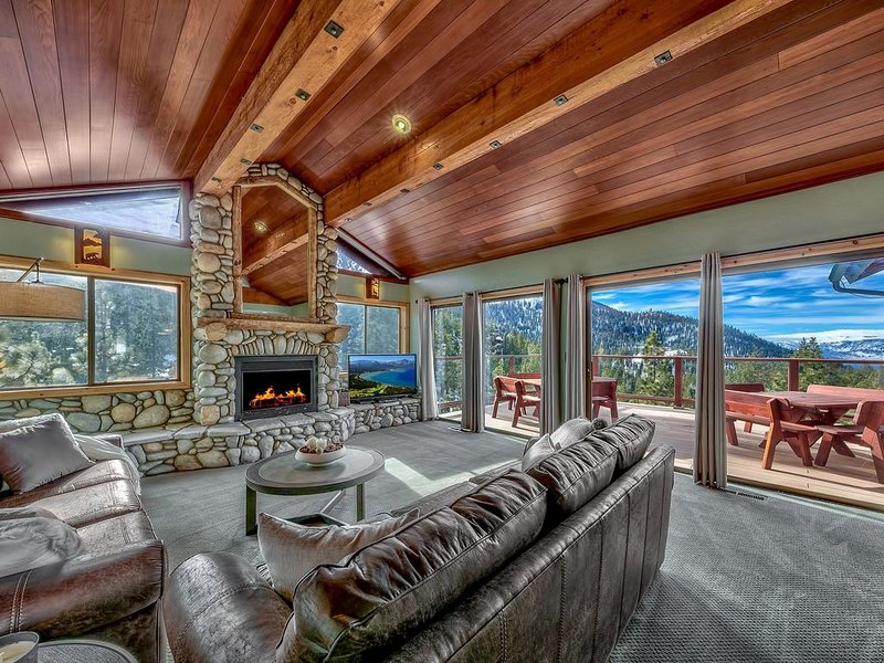 Heavenly Ski Lodge with lake views - only 1 minute to Boulder Lodge chairlift!, alquiler de vacaciones en Lago Tahoe