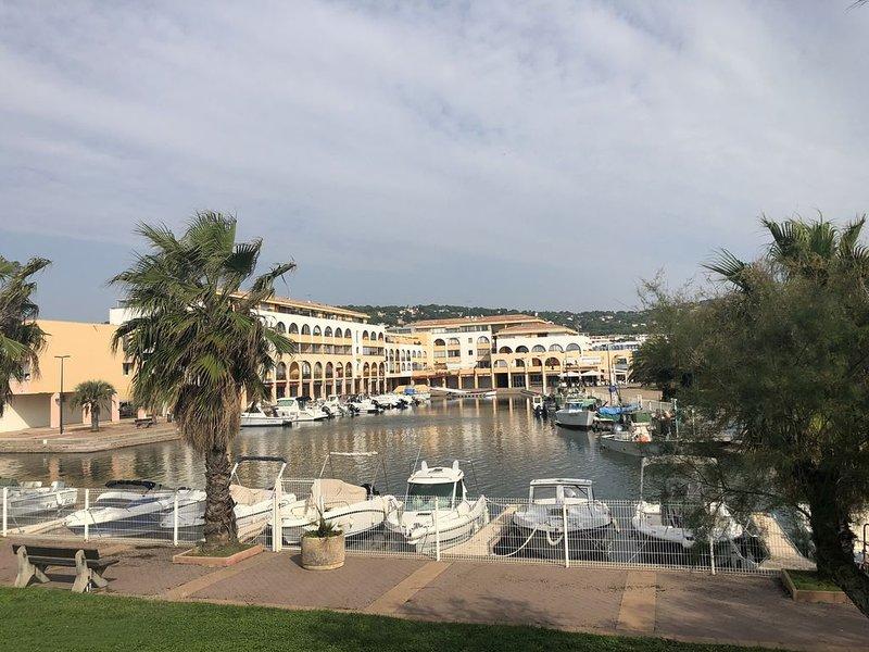 Appartement SETE, face à la mer, dans marina, 4 personnes, 1 chambre,garage, vacation rental in Sete