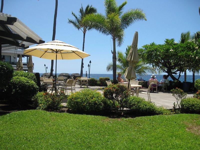 SPECIAL FOR 2021! BREATHTAKING OCEAN VIEWS DELUXE 1/1 CASA DE EMDEKO B#135, alquiler de vacaciones en Kailua-Kona