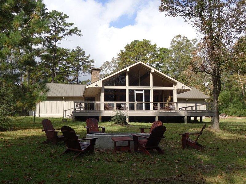 Upland Hill Lodge - East Texas lake views, casa vacanza a Center