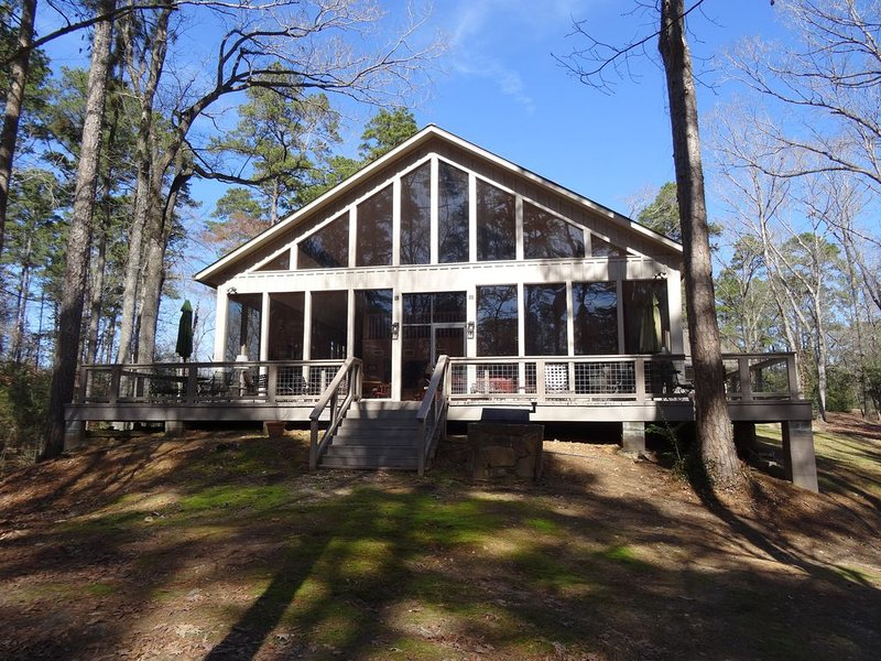 Timberview Lodge - Wooded East Texas views, casa vacanza a Center