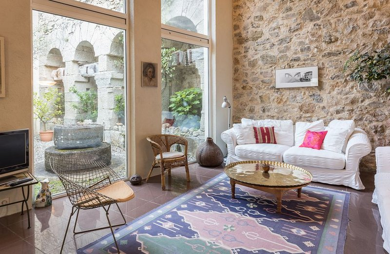 Romantic 18th Century Olive Mill, Pool, Terrace, Gardens, holiday rental in Claviers