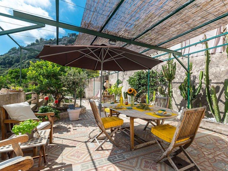 Maison Mentonnaise avec jardin proche centre ville et plages  Classé 3 étoiles, casa vacanza a Sainte-Agnes