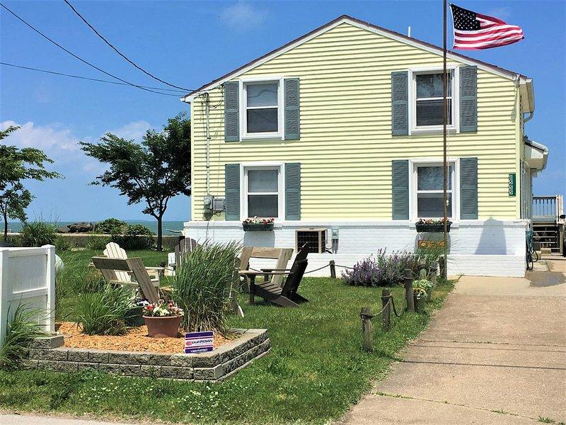 Quaint Cottage on Lake Erie (Near Port Clinton) Free WiFi, Lakefront, Beaches, holiday rental in Oak Harbor