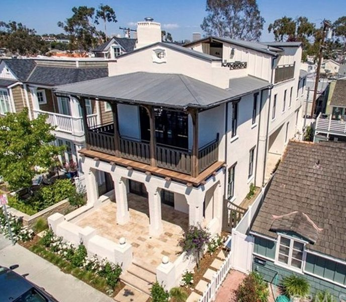 Stunning Brand New Custom Home with ELEVATOR to all Three Levels, w/Jacuzzi Spa., alquiler de vacaciones en Balboa Island