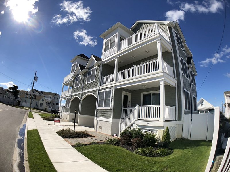Excellent Ocean Views Just a short Walk to The beautiful North Wildwood Beach, holiday rental in North Wildwood