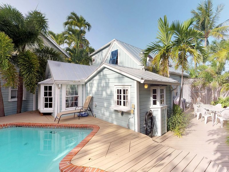 Family-friendly home w/ private pool, furnished patio, and parking - Dogs OK!, holiday rental in Stock Island