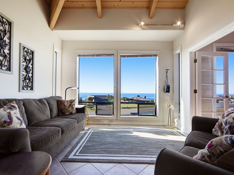 Modern oceanview home w/ private hot tub, near bluff trail w/ shared pools, more, vacation rental in The Sea Ranch