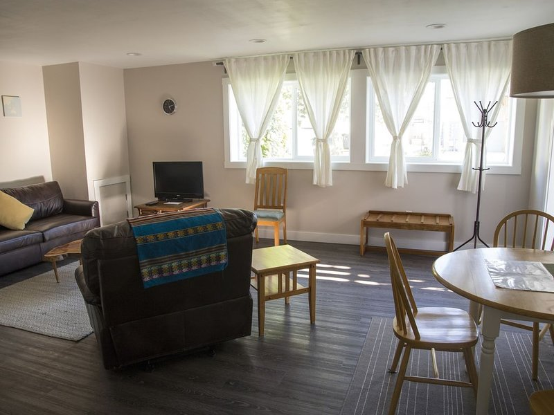 Newly Renovated Apartment in the Heart of Downtown Sitka, alquiler de vacaciones en Sitka