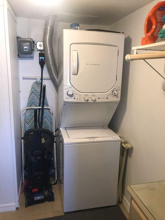 Walk in closet y cuarto de lavado.