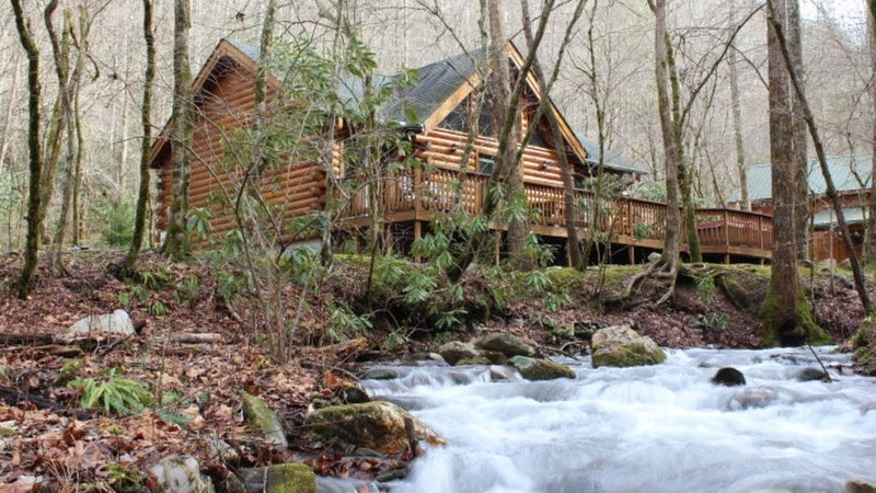 Creek Front Mountain Cabin with Jacuzzi., alquiler vacacional en Andrews