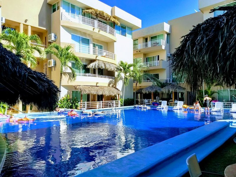 Sea & Mountain View Condo W/ Pool!  Short Walk to Best Beach!, location de vacances à Bucerias