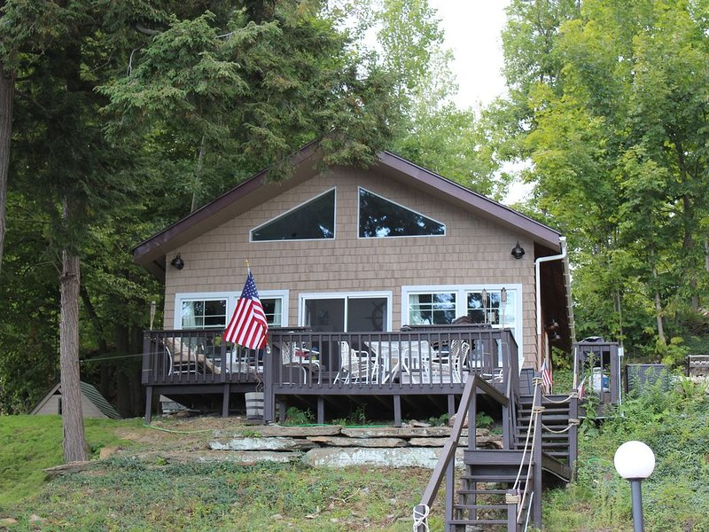Home Away From Home Retreat On Clear Lake, holiday rental in Redwood