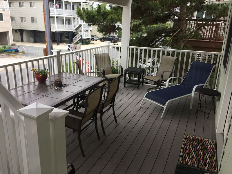 Covered deck, new in 2017!