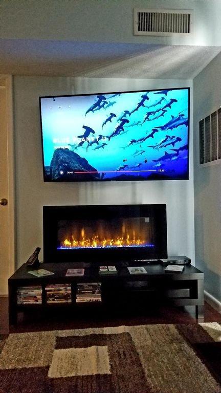 """Nuevo televisor inteligente 4K de 58 """", chimenea de imitación LCD con calefacción, reproductor de Blu-Ray y barra de sonido."""