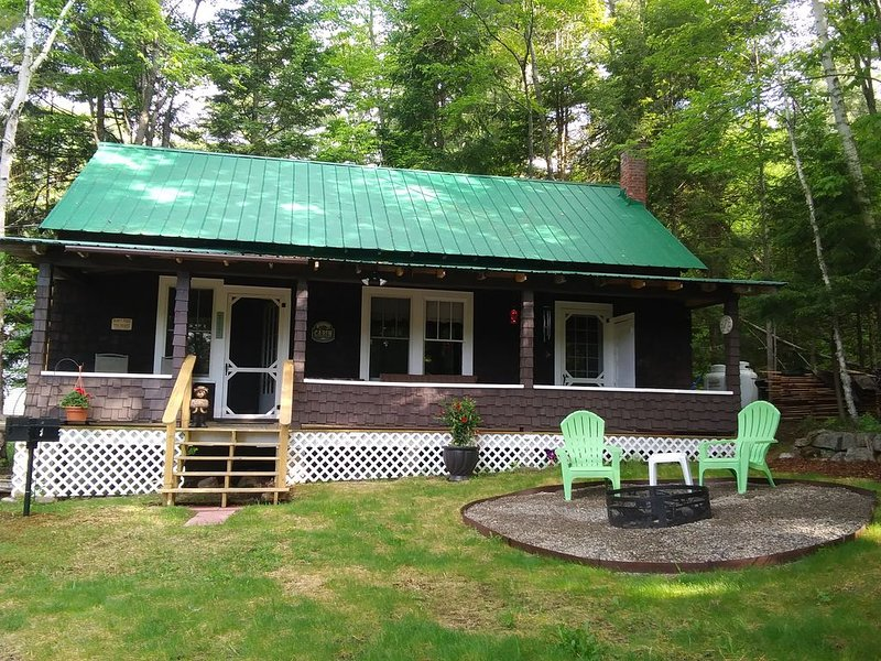 Pine Bear Cottage, Adirondack Rental, alquiler de vacaciones en Tupper Lake
