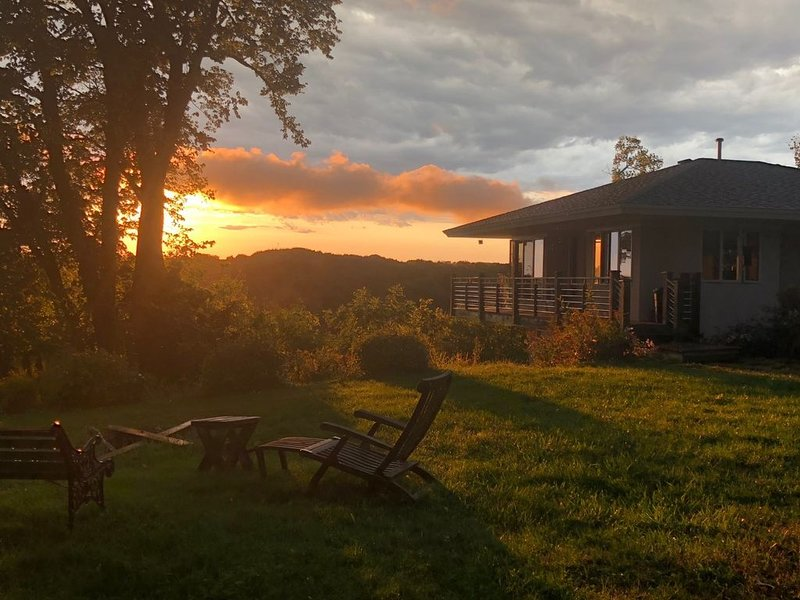 Cozy cottage overlooking Lake Pepin, holiday rental in Lake City