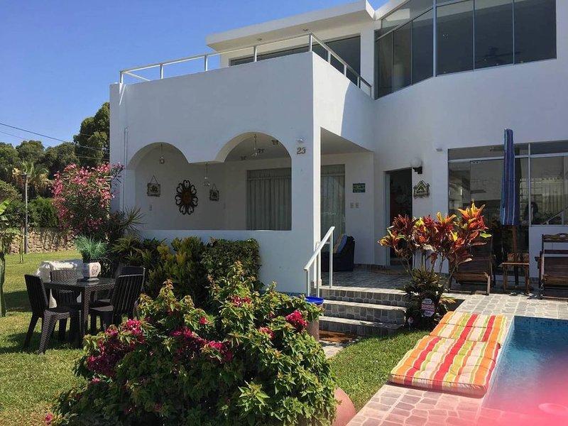 Beach House in Asia - Walk to Boulevard and Cayma Beach!, alquiler de vacaciones en Asia