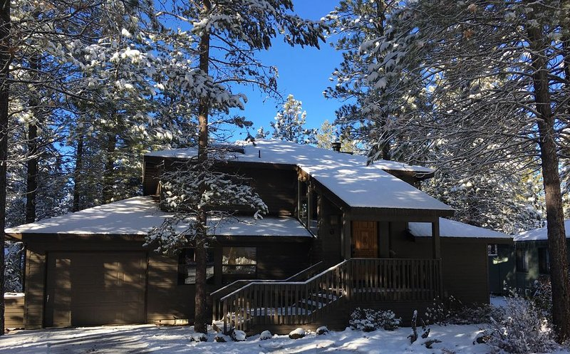 6 Lynx-perfect cozy house this winter! WiFi, Hot Tub, Fireplace, Trails!, alquiler de vacaciones en Sunriver