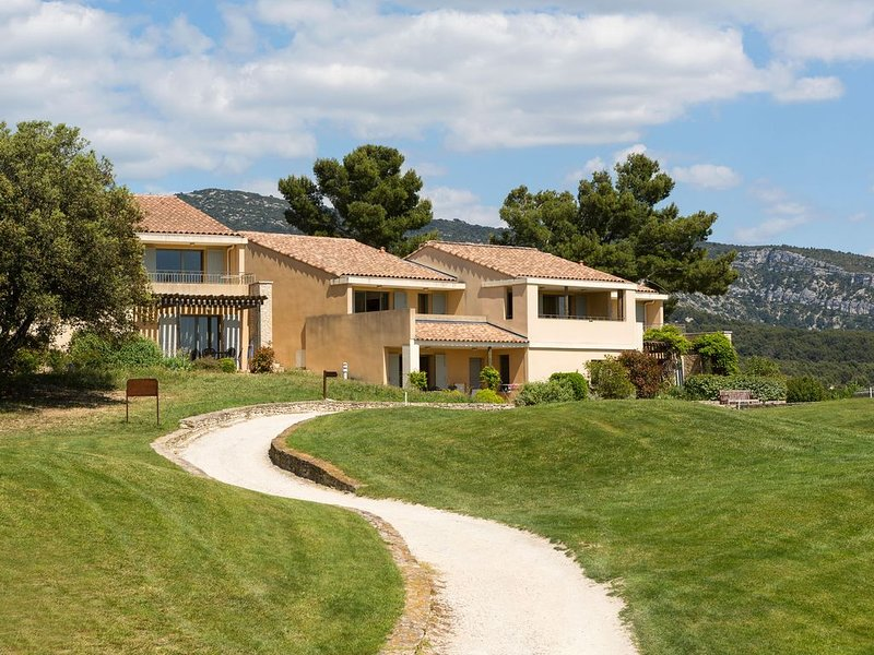 apartment with direct view over the golf course, holiday rental in Fontaine de Vaucluse