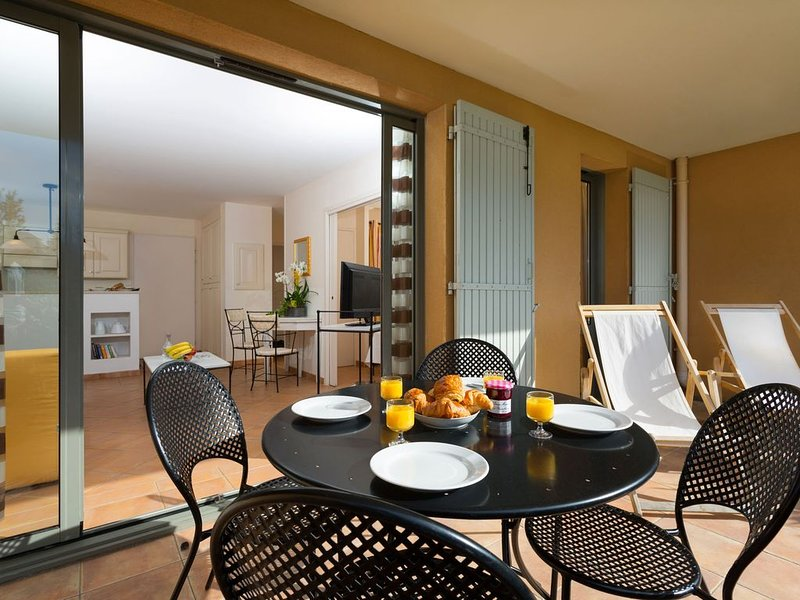 Charming apartment with dishwasher, view at the golf course, holiday rental in Fontaine de Vaucluse