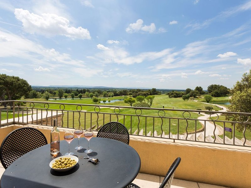 Appartment with view over the golf course, casa vacanza a Fontaine de Vaucluse
