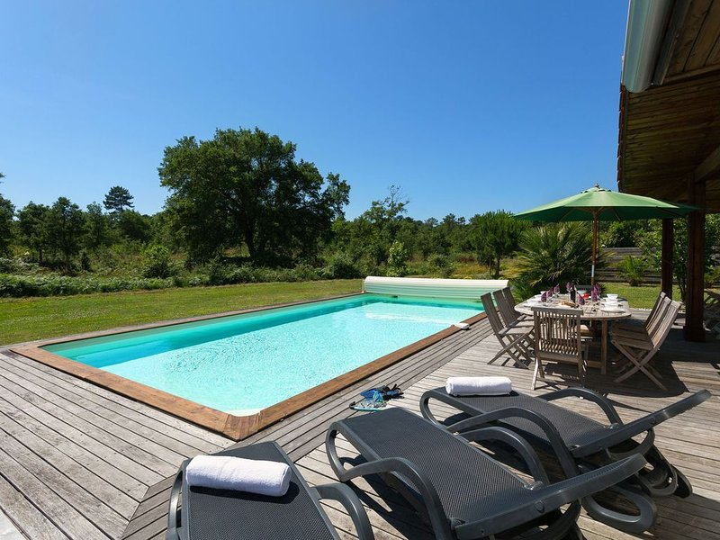 Beautiful villa with a private pool by the Atlantic ocean, location de vacances à Moliets et Maâ