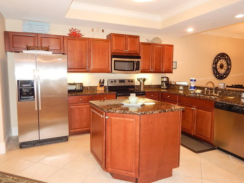 Owner Special Available: Beautiful Beachfront Top Floor Condo at Holiday Isle!, holiday rental in Dauphin Island