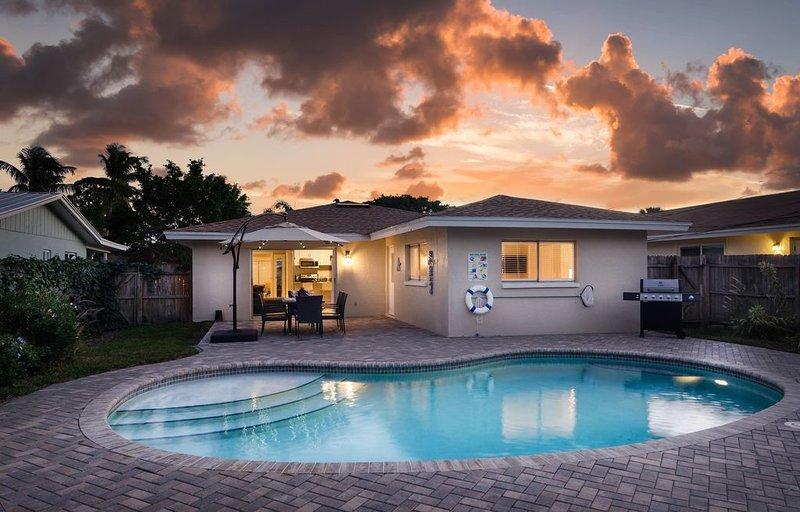 **NEW UPGRADES** - STARFISH COTTAGE - Upscale Home, Heated Pool, Full Amenities, alquiler de vacaciones en Vanderbilt Beach
