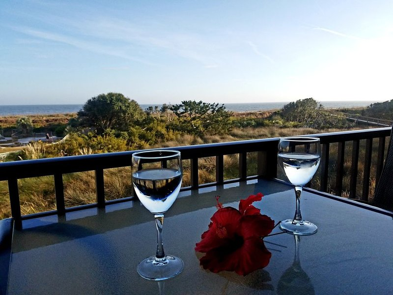 Newly Remodeled -Direct Oceanfront-Luxury Bedding, location de vacances à Bluffton