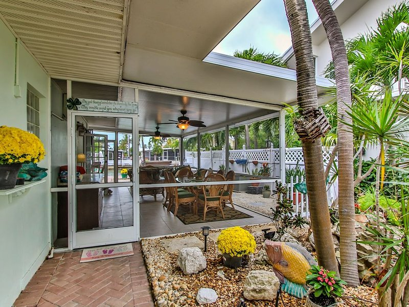 ~WORK FROM HOME WITH US AT OUR HOME~SPRING SPECIALS~$200/NT+FEES/not holidays, vacation rental in Key Colony Beach