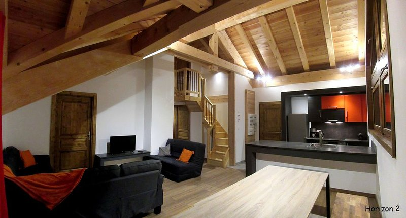 Chalet l'Horizon, Appartement H2: Location 10 personnes, holiday rental in Valloire