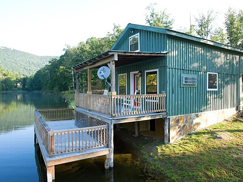 Lakeview Fishing Cabin