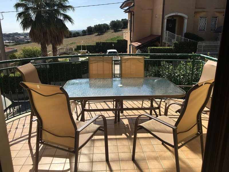 Holiday home in peaceful location with large terrace and stunning sea views., holiday rental in Citta Sant'Angelo
