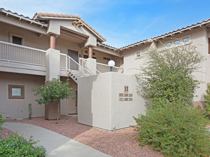 Charming 2 Bedrm 2 bath 2nd floor in Oro Valley with Mountain and Golf Views!, alquiler de vacaciones en Oro Valley