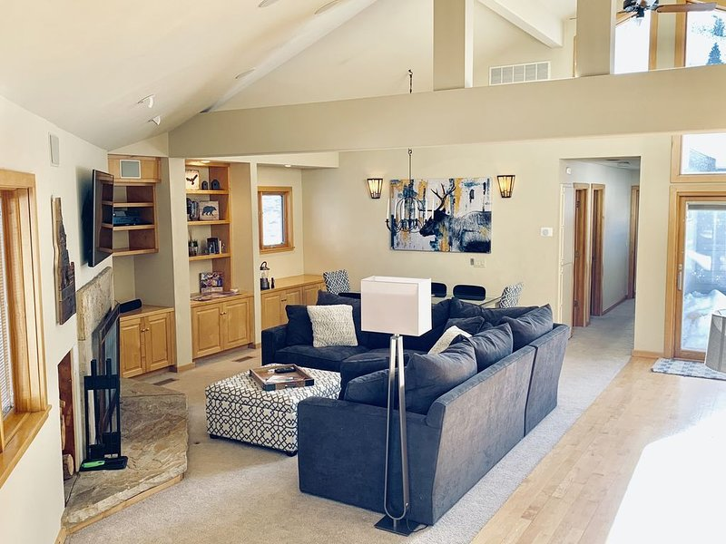 Stylishly updated Sun Valley home close to everything with private hot tub., holiday rental in Sun Valley