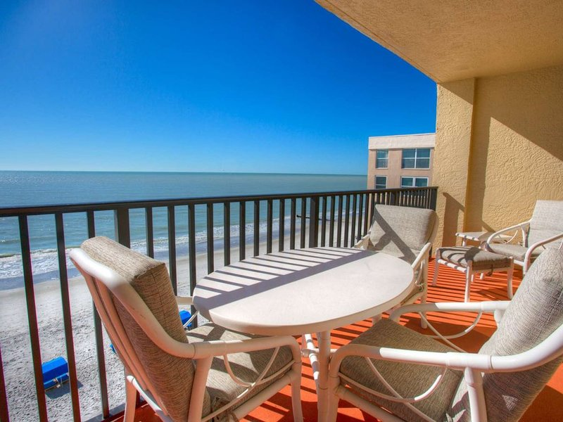 Relaxation.  Sunsets.  Space.  Perfect Vacation., vacation rental in Madeira Beach