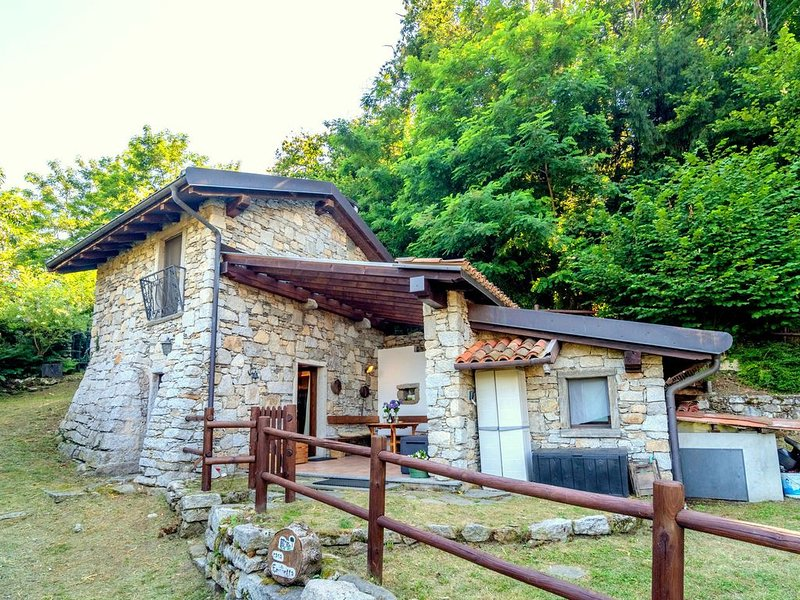 Authentic rural house,  200 mt form the parking, vacation rental in Casale Corte Cerro