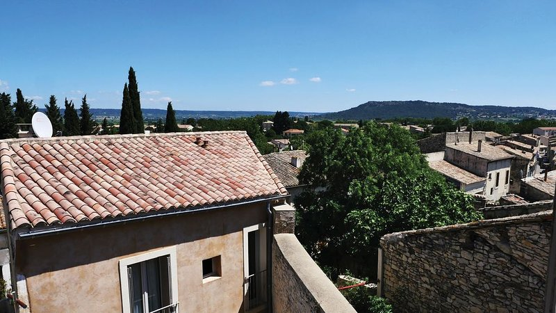 beautiful village stone house, designed and furnished to a high standard, holiday rental in Clarensac