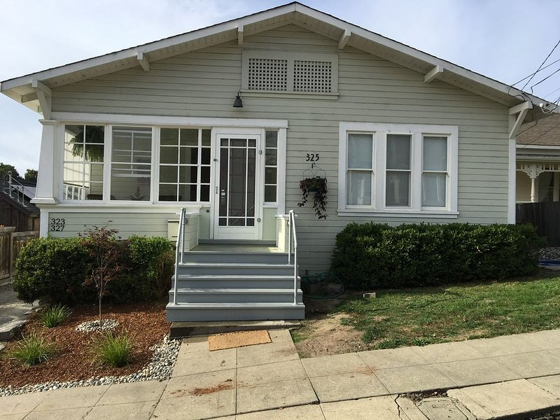 Sparkling clean 1920's bungalow, vacation rental in Novato