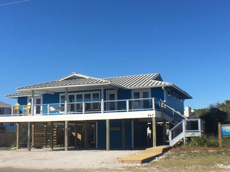 Gulf Views, Huge Decks! 3 Luxe Bdrm Suites, New Kitchen, HeatedPool, DogFriendly, location de vacances à Eastpoint
