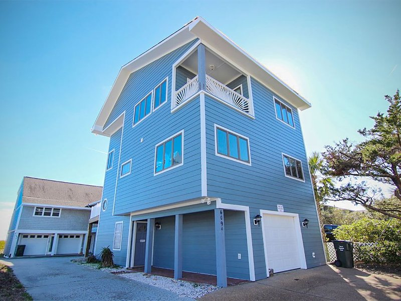 Ocean views: 1st row, private beach access, elevator, close to Crystal Pier!!, vacation rental in Wrightsville Beach