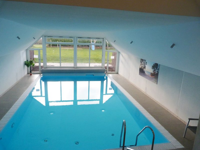 tolle, moderne Ferienwohnung mit Schwimmbad und Wlan in Barendorf bei Travemünde, holiday rental in Dassow