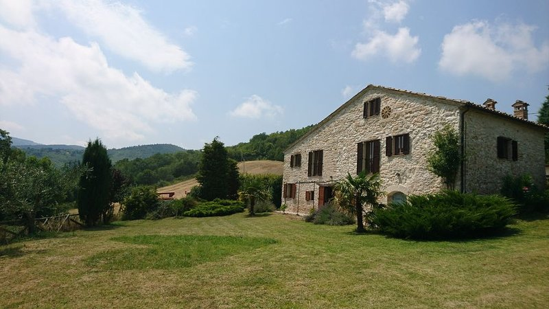 Lovingly restored stone country house in the Marche, holiday rental in Genga