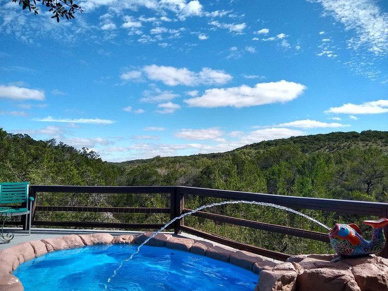 Secluded gem nestled along Lone Man Creek with fireplace and long views, holiday rental in Wimberley
