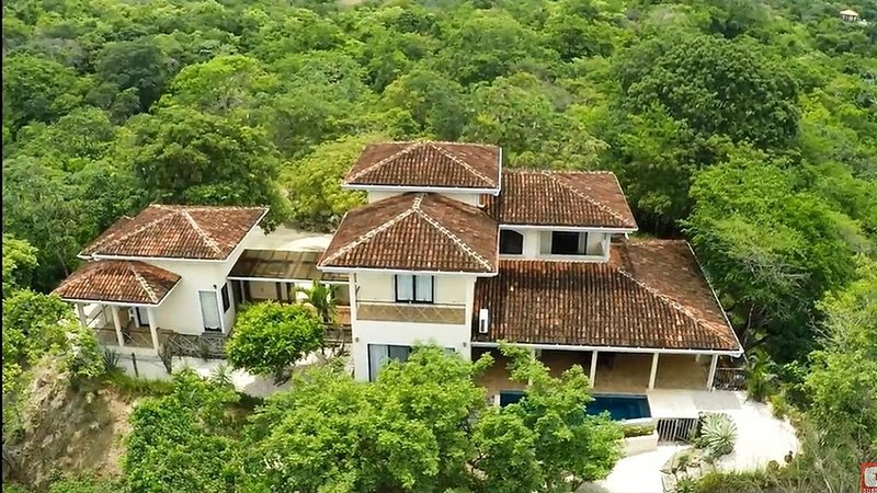 Casa ALLEGRIA, Jewel on the mountain by the  beach, vacation rental in Playa Matapalo