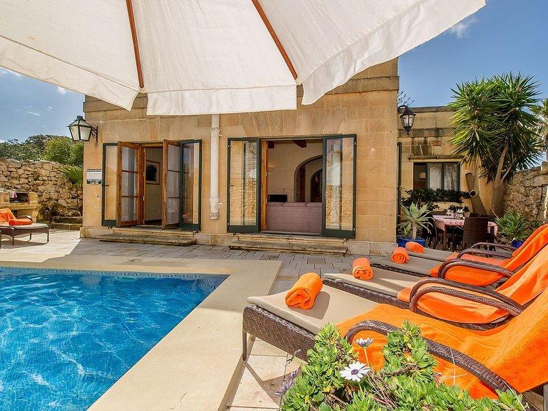 <img src='swimming pool.jpg' alt='sun beds'>