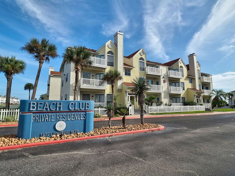 Walk to the beach, 1st Floor Condo, Padre Island Vacation!, alquiler de vacaciones en Chapman Ranch